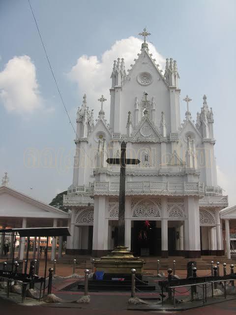 മണർകാട് പള്ളി ഓർത്തഡോക്സ് വിഭാഗത്തിന് കൈമാറാൻ ഉത്തരവ്